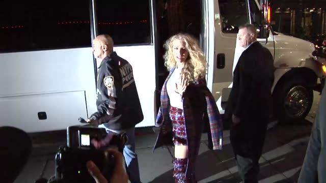 vídeos y material grabado en eventos de stock de blake lively attends a met gala after party in new york city in celebrity sightings in new york - fiesta posterior