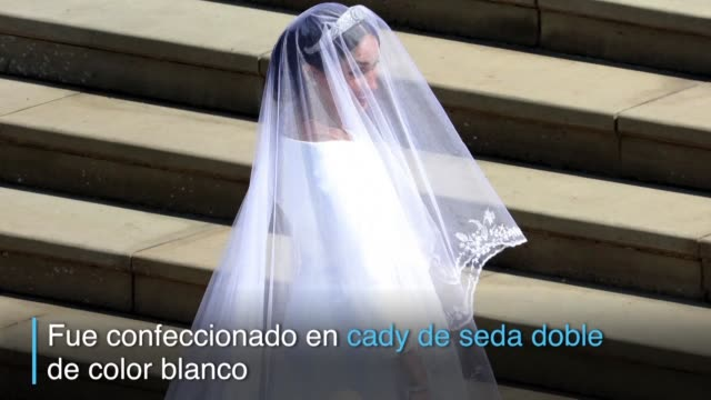 blanco de seda y con un largo velo con flores bordadas que representan los 53 paises de la commonwealth asi fue el vestido que lucio la exactriz... - actress stock videos & royalty-free footage