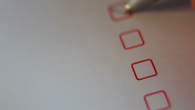 vídeos y material grabado en eventos de stock de cuestionario sobre blanco - letra x