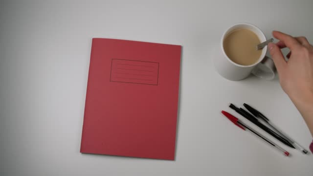 stockvideo's en b-roll-footage met blank red exercise book table top shot - table top shot