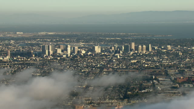 a blanket of fog drifts toward downtown oakland. - oakland california stock videos & royalty-free footage