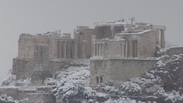 GRC: Snow covers Athens Acropolis