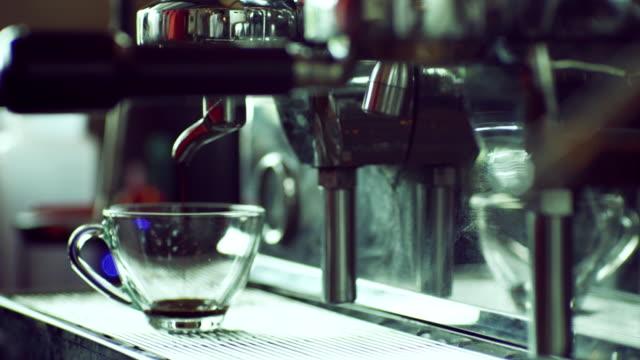 Blast von Dampf auf Kaffeemaschine