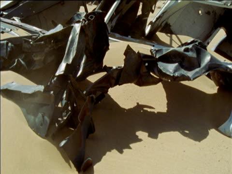 stockvideo's en b-roll-footage met bleached shells of wrecked vehicles in soft desert sand sahara desert - jaar 2000 stijl