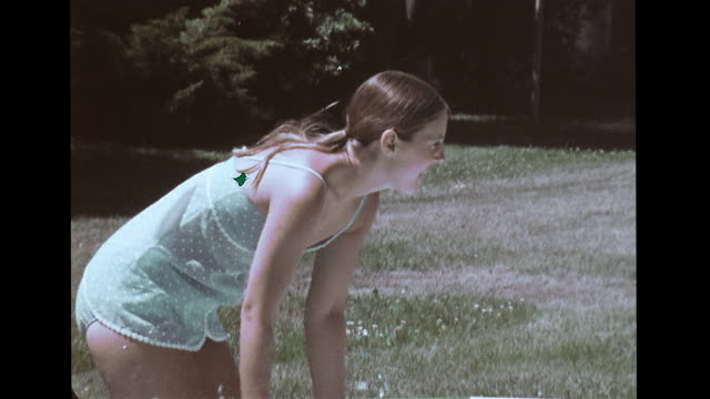 vidéos et rushes de vs blind from birth children playing in aboveground pool w/ parents laughing throwing ball mother retrieving child picking up playing in water... - donner un coup de pied