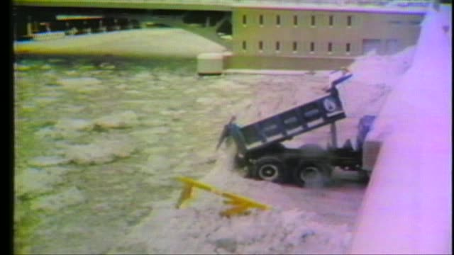 1979 blizzard in chicago people clearing snow in 1979 chicago blizzard on january 13 1979 in chicago illinois - 1979 stock videos & royalty-free footage