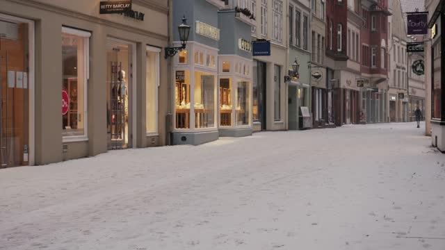 blizzard in lüneburg - リューネブルグ点の映像素材/bロール