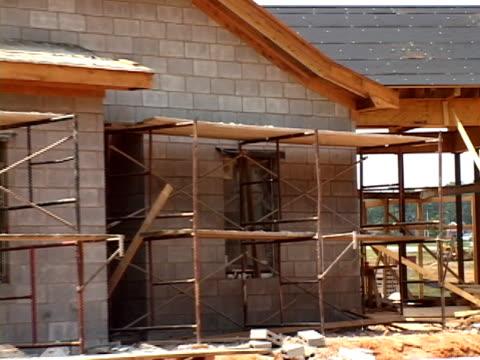 ブロックビルの建設 - 私用の陸の乗り物点の映像素材/bロール
