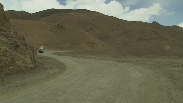 block shot car passing ladakh jammu and kashmir india - mountain road stock videos & royalty-free footage