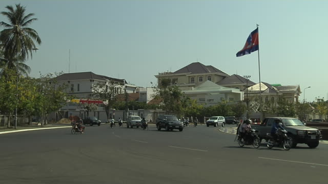 block shot independence monument phnom penh cambodia - phnom penh stock videos and b-roll footage