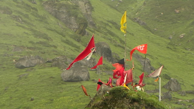 stockvideo's en b-roll-footage met block shot of devotional flags kedarnath uttarakhand india - middelgrote groep dingen