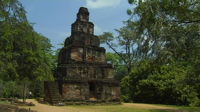 vidéos et rushes de block shot sat mahal prasada polonnaruwa north central province sri lanka - culture sri lankaise
