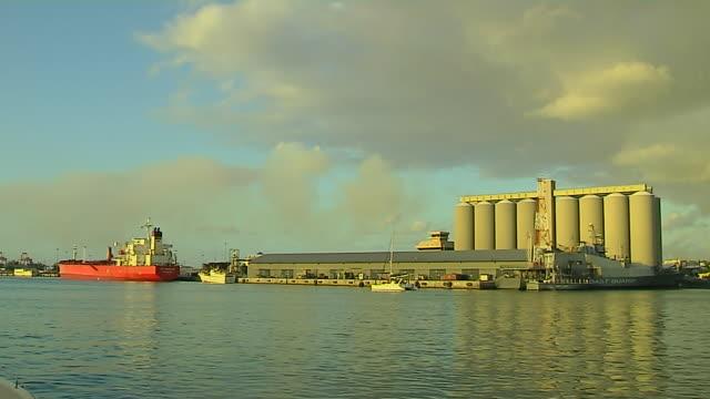 vídeos de stock, filmes e b-roll de block shot sea port louis mauritius - ilhas mascarene