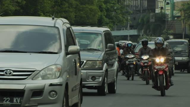 vídeos y material grabado en eventos de stock de block shot traffic jakarta indonesia - yakarta