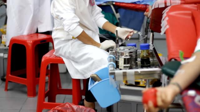 vídeos y material grabado en eventos de stock de donación de sangre - vena humana