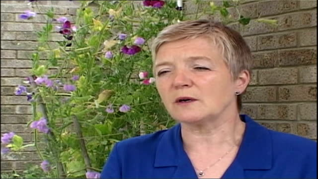 blood transfusion risk; itn london: ext dr pat troop interviewed sot - if it happens in animals, it might happen in humans - itv late evening bulletin点の映像素材/bロール