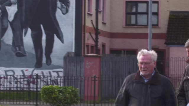 soldiers to find out if they will be prosecuted for deaths during bloody sunday massacre northern ireland londonderry michael bridge interview 'derry... - ロンドンデリー点の映像素材/bロール