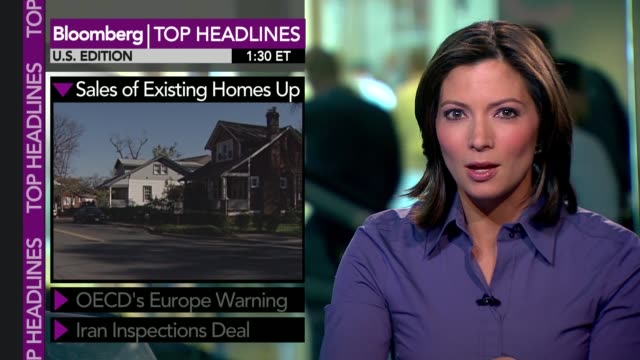 bloomberg tv 1300 show 'money moves' featuring 'top headlines' presented by deirdre bolton sales of existing homes up oecd's europe warning iran... - oeec video stock e b–roll
