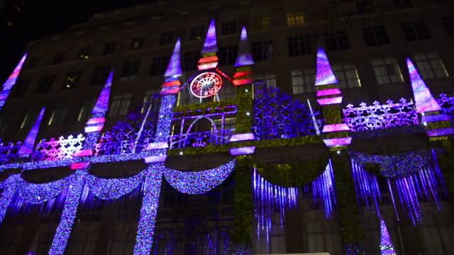 bloomingdale's christmas decorations outside the store, new york. - bloomingdales stock videos & royalty-free footage