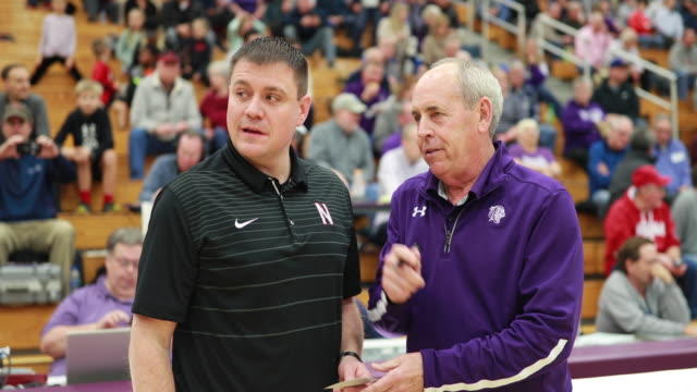 stockvideo's en b-roll-footage met bloomington high school south basketball coach jr holmes coaches against northview high school during his recordbreaking 807th indiana high school... - recordbrekend