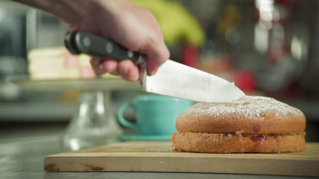 blooper slicing a victoria sponge - blooper film clip stock videos & royalty-free footage