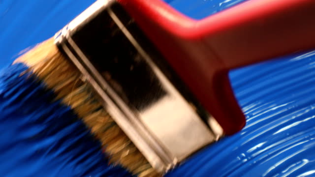 vídeos de stock e filmes b-roll de blue acrylic paint with brush strokes - equipamento