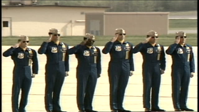 vidéos et rushes de blue angel pilots walking in formation saluting and shaking hands - marine américaine