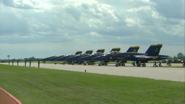 blue angels airplanes parked in a row at airport - marina militare americana video stock e b–roll