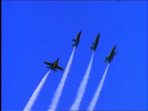 blue angels fly in formation - spinning - formationsfliegen stock-videos und b-roll-filmmaterial