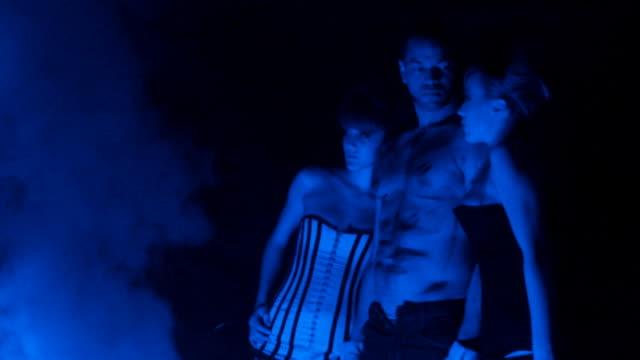 vídeos de stock, filmes e b-roll de blue angels - três pessoas