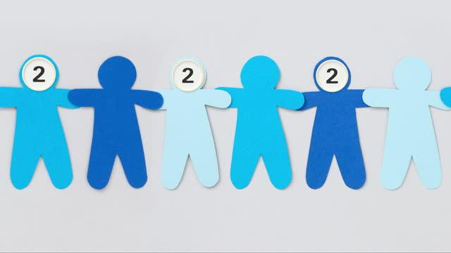 カウントダウン青い男の子 - 連続するイメージ点の映像素材/bロール