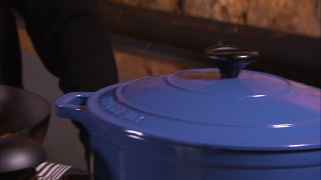 blue casserole cover - mestolo video stock e b–roll