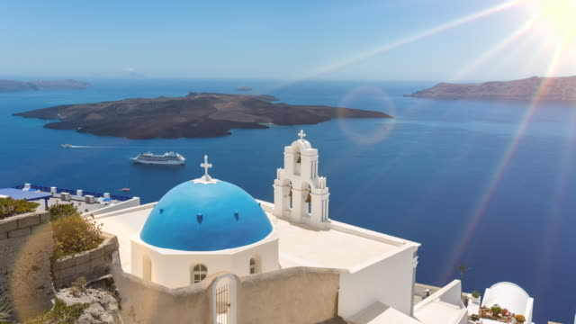 ws blue domed church overlooking mediterranean sea - insel santorin stock-videos und b-roll-filmmaterial