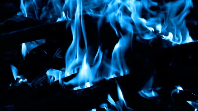 blue feuer - brennbar stock-videos und b-roll-filmmaterial