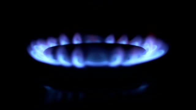 Blaues Feuer von gas-ring pull-Fokus. HD1080, NTSC, PAL