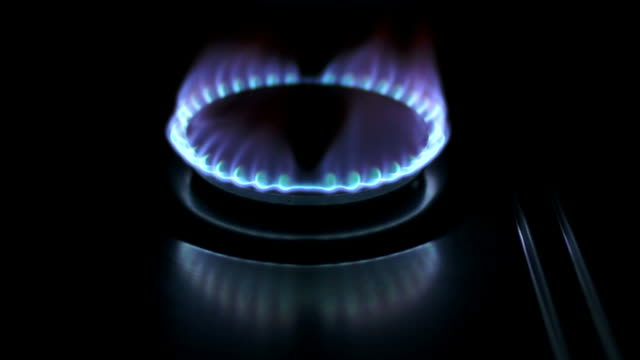 blue gas flame close-up (loopable) - feuer stock videos & royalty-free footage
