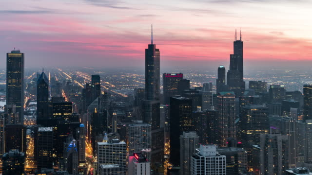 t/l ha pan blue hour over chicago, from dusk to night transition - chicago 'l' video stock e b–roll