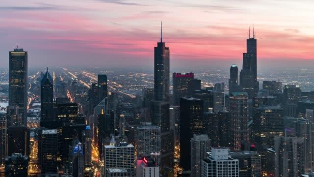 vídeos de stock e filmes b-roll de t/l ws ha tu blue hour over chicago - chicago 'l'