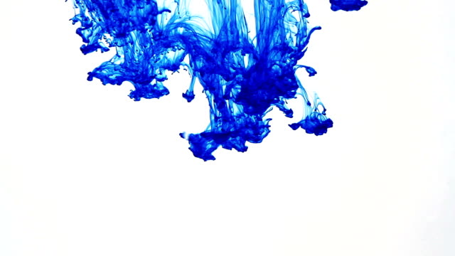 blauwe inkt druppel splatters in water