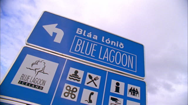 vidéos et rushes de ms la pan blue lagoon sign for thermal hot bath spa, iceland - piscine thermale