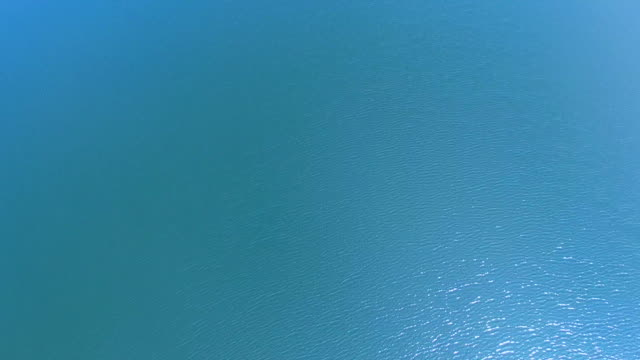 vidéos et rushes de lac blue - mise au point au second plan