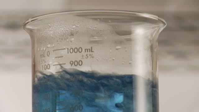 cu, blue liquid bubbling in lab flask, atlanta, georgia, usa - boiling stock videos & royalty-free footage