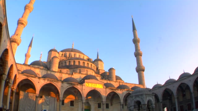vídeos de stock, filmes e b-roll de ms la td blue mosque at sunset, istanbul, turkey - 17th century style