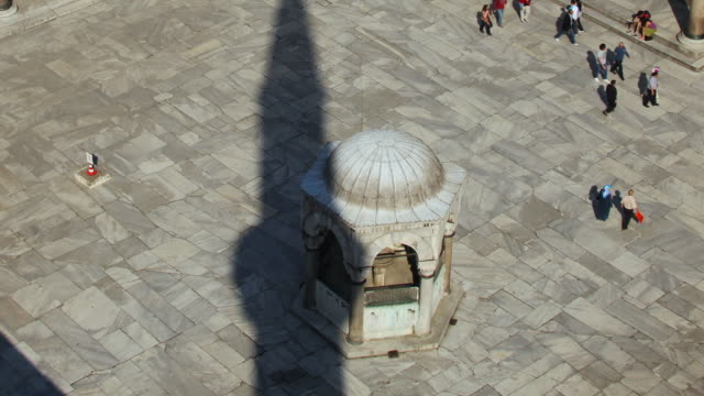 t/l ms zo ws ha blue mosque courtyard, istanbul, turkey - blue mosque stock videos & royalty-free footage