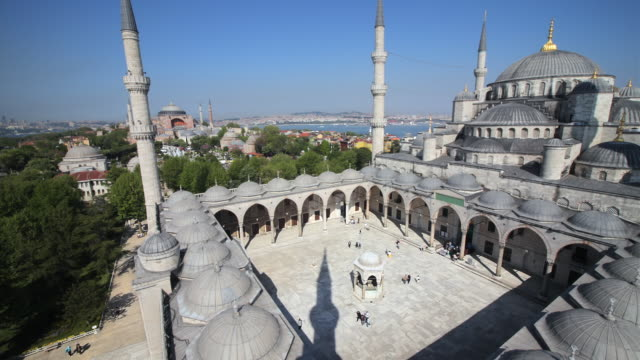 WS HA Blue Mosque courtyard, Istanbul, Turkey