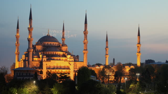 t/l ms ha blue mosque, day to night transition, istanbul, turkey - blue mosque stock videos & royalty-free footage