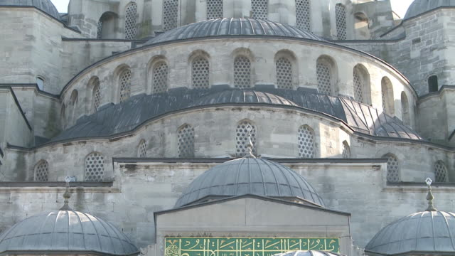 blue mosque in istanbul, turkey - arabic script stock-videos und b-roll-filmmaterial