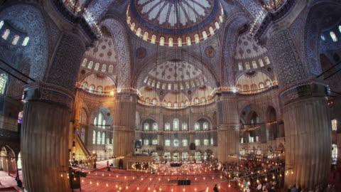 t/l ws la blue mosque interior, istanbul, turkey - スルタンアフメト・モスク点の映像素材/bロール