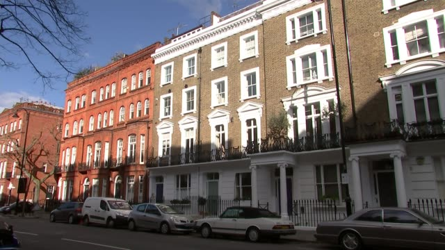 blue plaque for reggae legend bob marley; england: london: chelsea: oakley street: ext various shots of property where bob marley and the wailers... - ボブ・マーリー点の映像素材/bロール