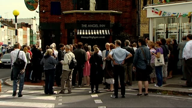 blue plaque unveiled for monty python's graham chapman; people gathered outside 'the angel inn' cleveland, jones, cryer and palin posing outside pub... - モンティ・パイソン点の映像素材/bロール